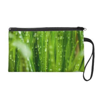 Bolso De Fiesta Gotas de agua en las cuchillas de la hierba