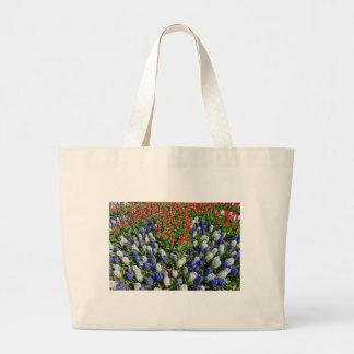 Bolso De Tela Gigante Campo de flores con los tulipanes azules y los