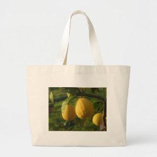 Bolso De Tela Gigante Limones amarillos que crecen en el árbol en la