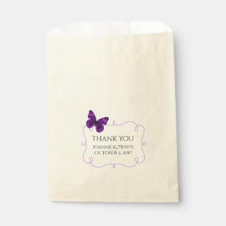 Bolso púrpura del favor del boda de la mariposa bolsa de papel