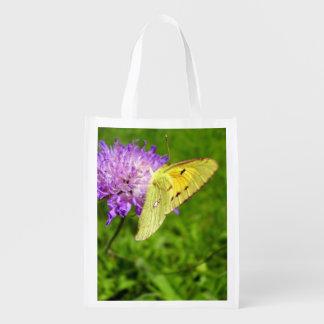 Bolso reutilizable nublado de la mariposa amarilla