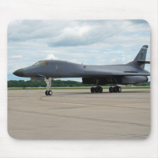 Bombardero del lancero de B-1B en la tierra Alfombrilla De Ratón
