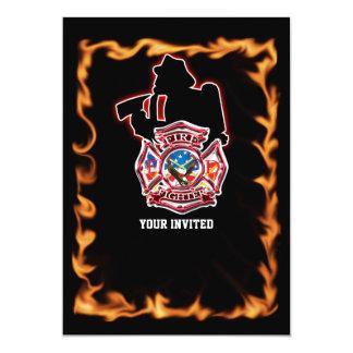 Bombero que lucha las llamas invitación 12,7 x 17,8 cm