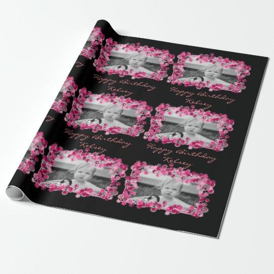 Bonito en cumpleaños rosado de la foto y del papel de regalo