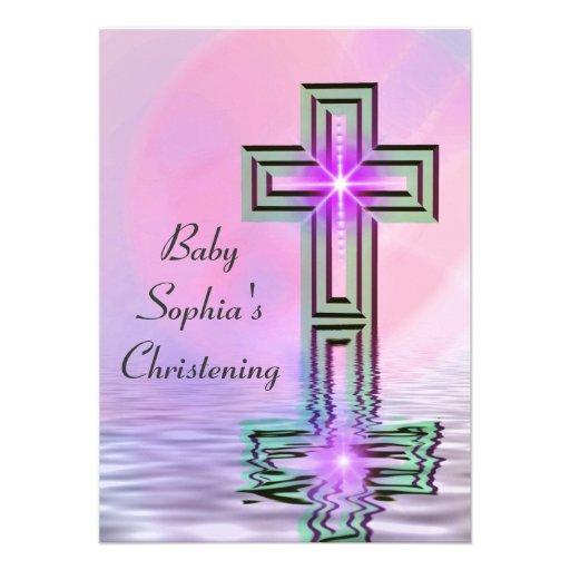 Bonito en invitaciones rosadas del bautizo comunicado personalizado