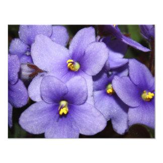 Boquet violeta invitación 10,8 x 13,9 cm