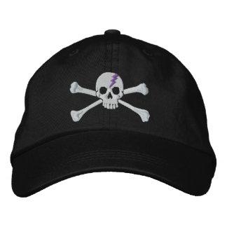 Bordado púrpura del cráneo de la bandera pirata de