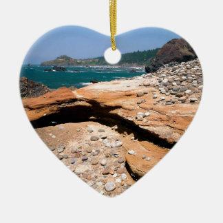 Borde del camino de la nutria de la erosión de la adorno navideño de cerámica en forma de corazón