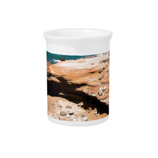 Borde del camino de la nutria de la erosión de la  jarras para bebida
