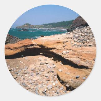 Borde del camino de la nutria de la erosión de la etiqueta redonda