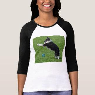 Border collie juguetón camiseta