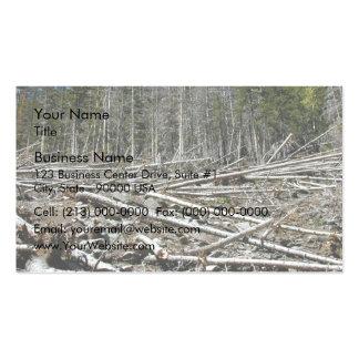 Bosque desnudo con los árboles caidos en la ladera plantilla de tarjeta de negocio
