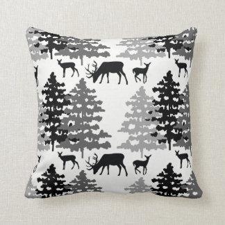 Bosque rústico del invierno de las astas de los cojín decorativo