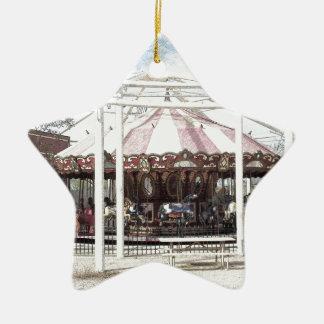 Bosquejo del lápiz del color del carrusel antiguo adorno navideño de cerámica en forma de estrella