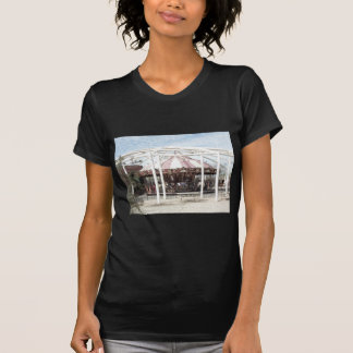 Bosquejo del lápiz del color del carrusel antiguo camiseta