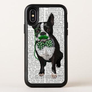 Boston Terrier con el bigote verde y manchado