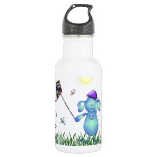 Botella De Agua Azul de bebé en el parque