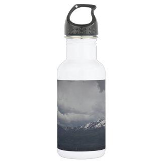 Botella de agua - cielos tempestuosos