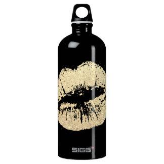 Botella de agua negra de los labios elegantes y