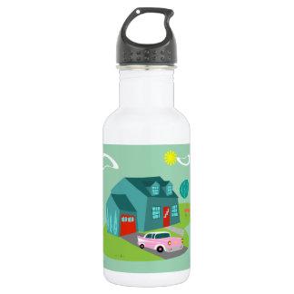 Botella de agua suburbana retra de la casa