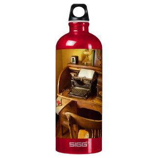 Botella De Agua Trabajo - mecanógrafo - una persona con muchos