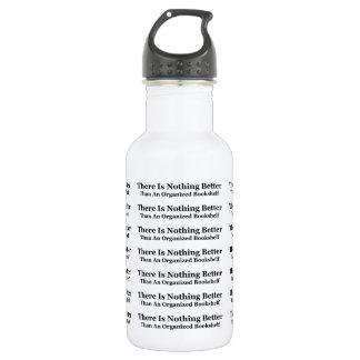 Botella De Agua Un estante organizado