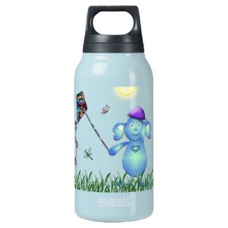 Botella Isotérmica Azul de bebé en el parque