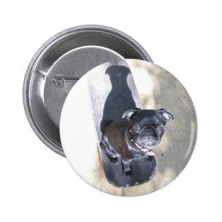 Botón del barro amasado que anda en monopatín (fot pin