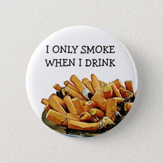 Chapa Redonda De 5 Cm Botón del humor del alcohol que fuma y de