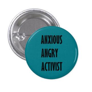 Botón enojado ansioso del activista