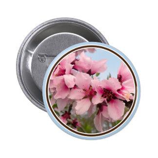 Botón floreciente rosado de la rama