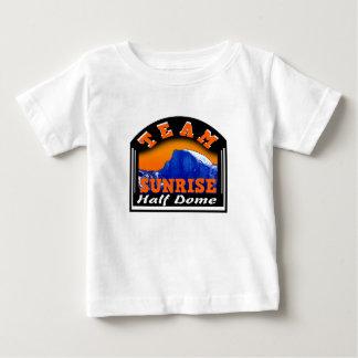 Bóveda de la salida del sol del equipo de camiseta de bebé