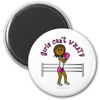 Boxeador de sexo femenino rosado oscuro imán redondo 5 cm