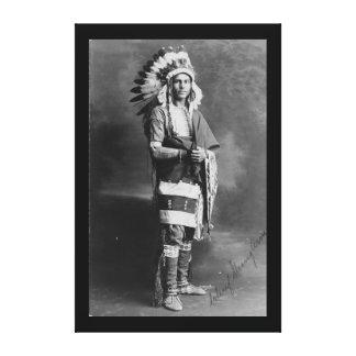 Brazo fuerte del jefe indio del nativo americano c impresiones en lona
