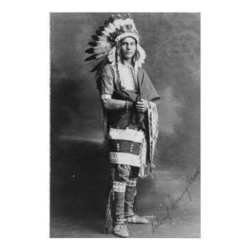 Brazo fuerte del jefe indio del nativo americano c fotografía