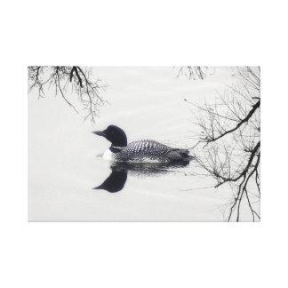 Bribón blanco y negro en una lona de arte del lago
