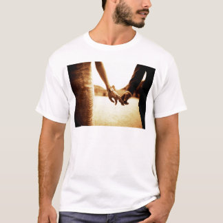 Bride and groom holding hands in sepia - analog 35 camiseta