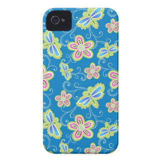 Brillant florece, las libélulas y los remolinos en funda para iPhone 4 de Case-Mate