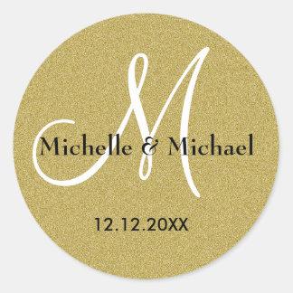 Brillo del oro del monograma de novia y del novio pegatina redonda