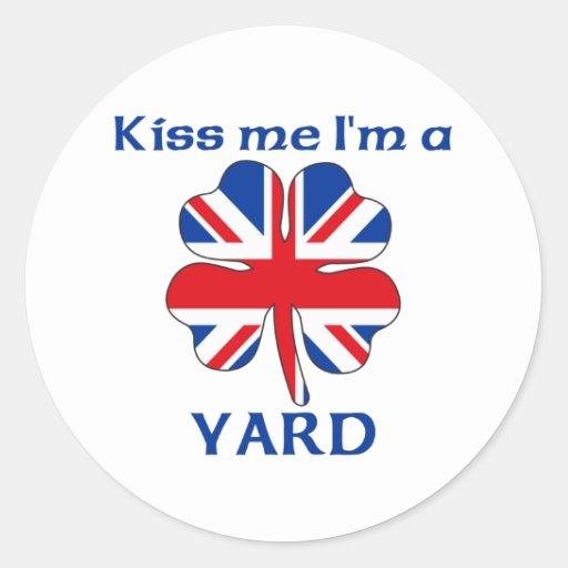 Británicos personalizados me besan que soy yarda pegatinas redondas