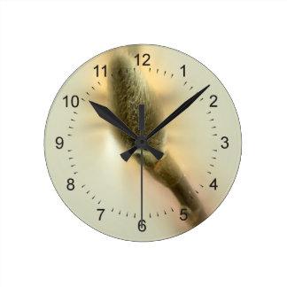brote de la magnolia reloj redondo mediano