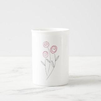 brotes del rosa rojo taza de té