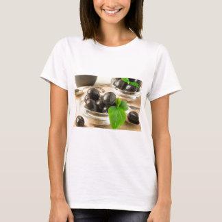 Brown conservó en vinagre aceitunas en el viejo camiseta