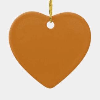 Brown ocre adorno navideño de cerámica en forma de corazón