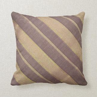 Brown pela la almohada de tiro para la decoración