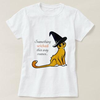 Bruja anaranjada dañosa Halloween - camiseta del