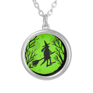 Bruja de Halloween - luna verde Colgante Redondo
