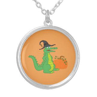 Bruja del cocodrilo con la calabaza de Halloween Colgante Redondo