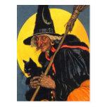 Bruja del vintage con el gato negro tarjeta postal