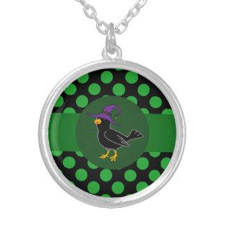 Bruja negra del pájaro de Halloween con los Colgante Redondo